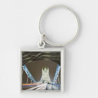 Puente y el río Támesis de la torre en la oscurida Llaveros Personalizados