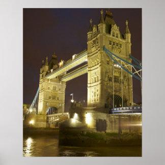 Puente y el río Támesis en la oscuridad Londres d Posters