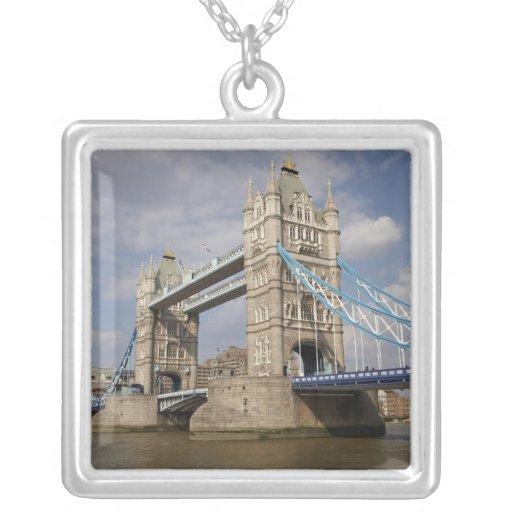 Puente y el río Támesis, Londres de la torre, Colgante Cuadrado