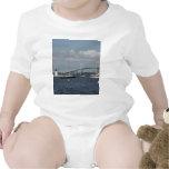 Puente y faro de Newport Camiseta
