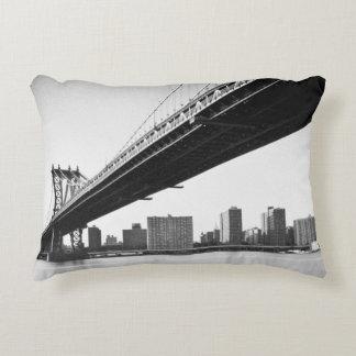 Puente y horizonte, Nueva York, los E.E.U.U. de Cojín