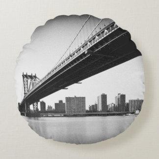 Puente y horizonte, Nueva York, los E.E.U.U. de Cojín Redondo