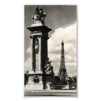 Puente y torre Eiffel de Alejandro III en París Fotografías