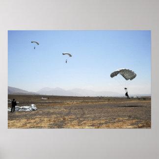Puentes de paracaídas de la caída libre póster
