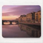 Puentes sobre el río de Arno en la puesta del sol, Mousepad
