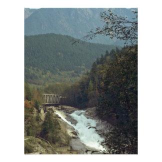 Puentes y montañas tarjeton