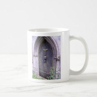 Puerta a la eternidad taza clásica