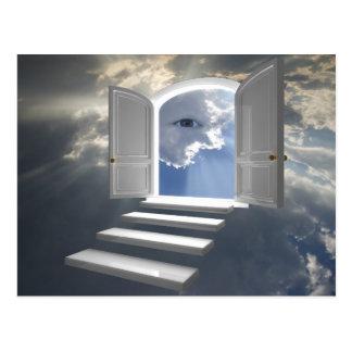 Puerta abierta en un ojo místico tarjeta postal