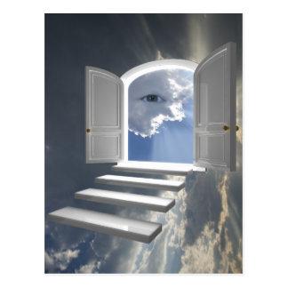 Puerta abierta en un ojo místico tarjetas postales