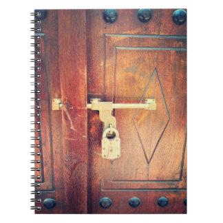 Puerta antigua en Dubai Cuadernos