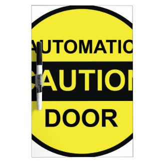 Puerta automática de la precaución pizarras