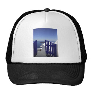 Puerta azul gorras de camionero