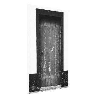 Puerta curtida vieja impresion de lienzo