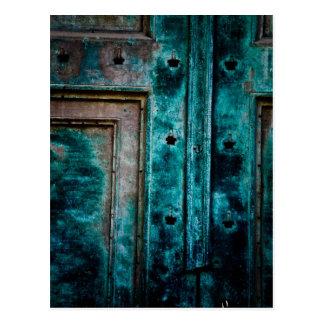 Puerta de bronce corroída tarjetas postales