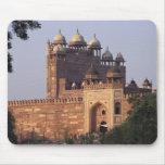 Puerta de Buland Darwaza de la victoria) al Dargah Alfombrillas De Ratón