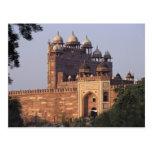 Puerta de Buland Darwaza de la victoria) al Dargah Tarjeta Postal