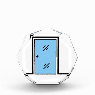 puerta de cristal con el marco