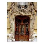 Puerta de entrada a los apartamentos postales