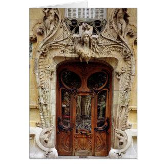 Puerta de entrada a los apartamentos tarjetas