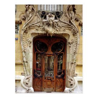 Puerta de entrada a los apartamentos postal