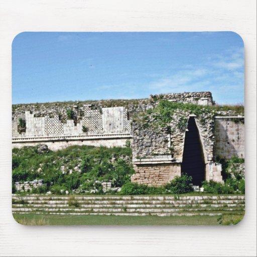Puerta de entrada en ruinas mayas, Uxmal Alfombrilla De Ratones