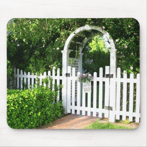 Puerta de jardín Mousepad