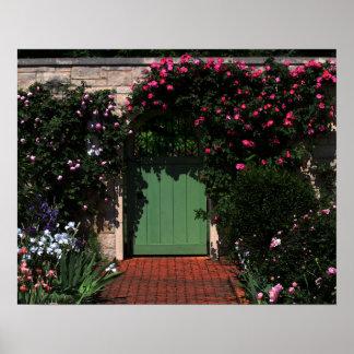 Puerta de jardín verde póster