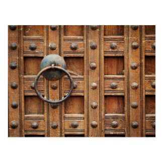 Puerta de madera bloqueada postal