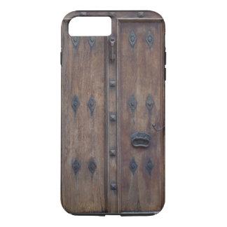 Puerta de madera española vieja con los pernos funda iPhone 7 plus