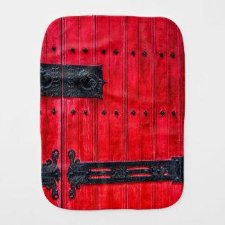 Puerta de madera rústica roja magnífica paños de bebé