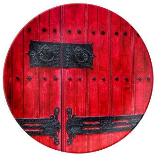 Puerta de madera rústica roja magnífica plato de cerámica