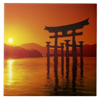 Puerta de O-Torii, capilla de Itsukushima, Miyajim Azulejo Cuadrado Grande