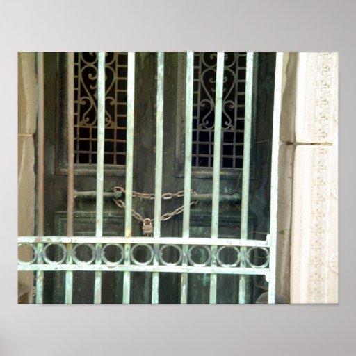 Puerta del hierro de las puertas del cementerio póster
