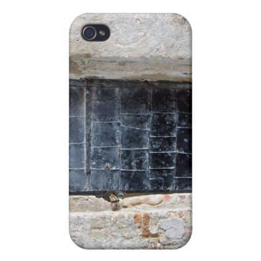 Puerta del metal del vintage en una pared de piedr iPhone 4 funda