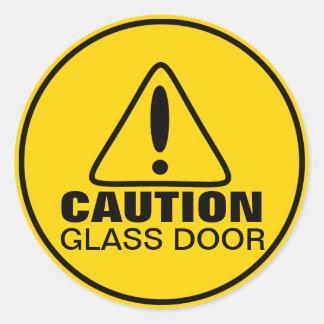 Puerta del vidrio de la muestra de la precaución etiqueta redonda