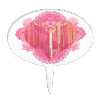 Puerta en forma de corazón con la llave maestra palillos de tarta