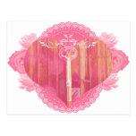 Puerta en forma de corazón con la llave maestra postal