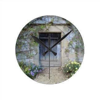 Puerta en Haddon Pasillo en Derbyshire Reloj