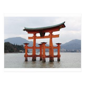 Puerta histórica en la bahía de Miyajima, Japón Tarjetas Postales