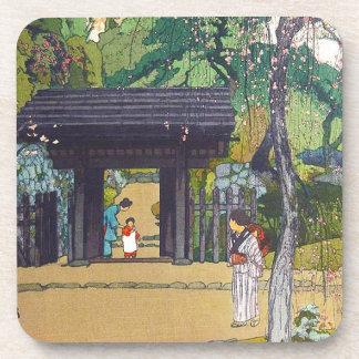 Puerta orintal fresca de la capilla del templo de  posavasos