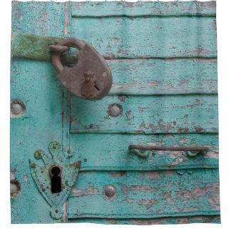 Puerta resistida rústica de la turquesa cortina de baño