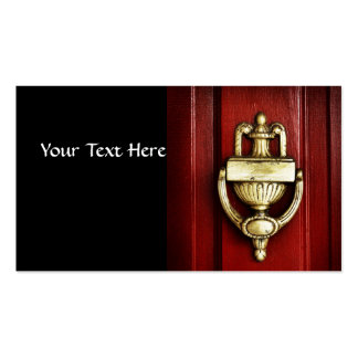 Puerta roja con el golpeador de cobre amarillo ant tarjetas de visita