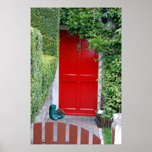 Puerta roja con las botas póster