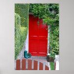 Puerta roja con las botas posters