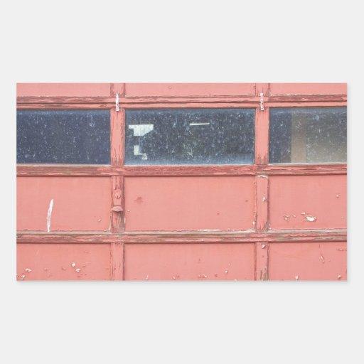 Puerta roja del garaje etiquetas