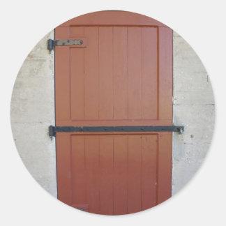 Puerta roja etiquetas redondas