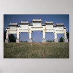Puerta, tumbas imperiales de Ming, al norte de Pek Poster