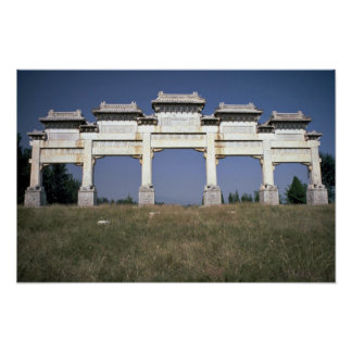 Puerta, tumbas imperiales de Ming, al norte de Pek Póster