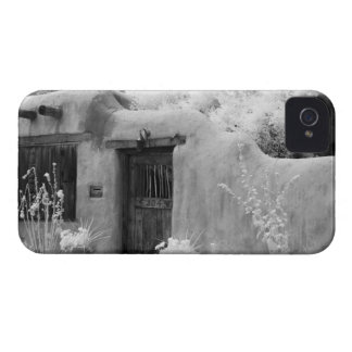 Puerta y entrada típicas del adobe en Santa Fe nu iPhone 4 Carcasas