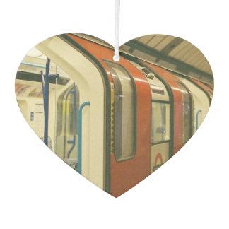 Puertas abiertas de un tren del metro